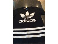 Adidas T shirt age 10 in great condition, for boy or girl , hardly worn.
