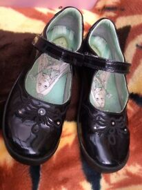 Girls start-rite patent leather shoes size 1&half G