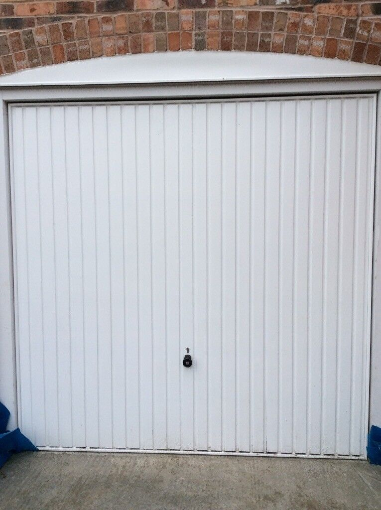 White garage door in excellent condition. All mechanisms included ( no frame) 7ft