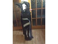 11 ladies right hand golf clubs and bag