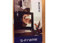 "SONY 7"" DPF- D72N S-Frame"