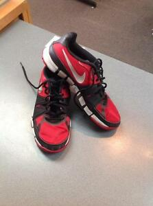 Nike athletic runners -Men's size 8.5- red (sku: Z15174)