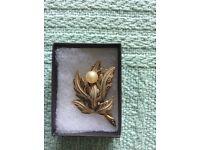 Pearl,brooch
