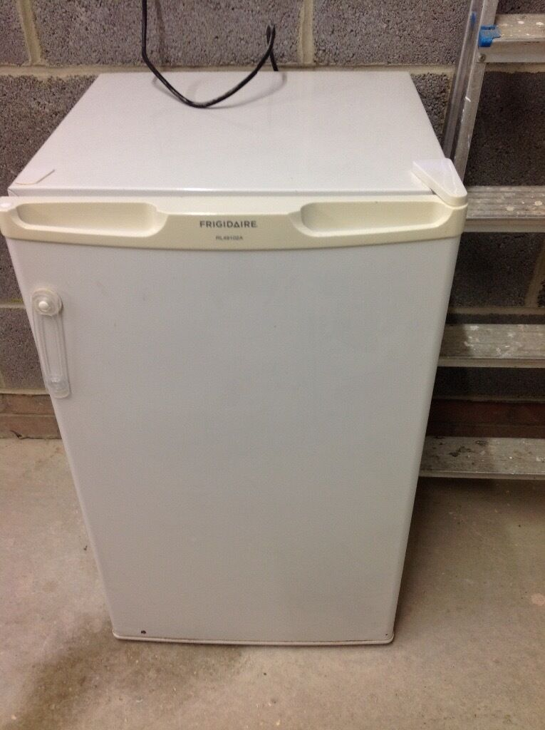 Undercounter fridge, £20