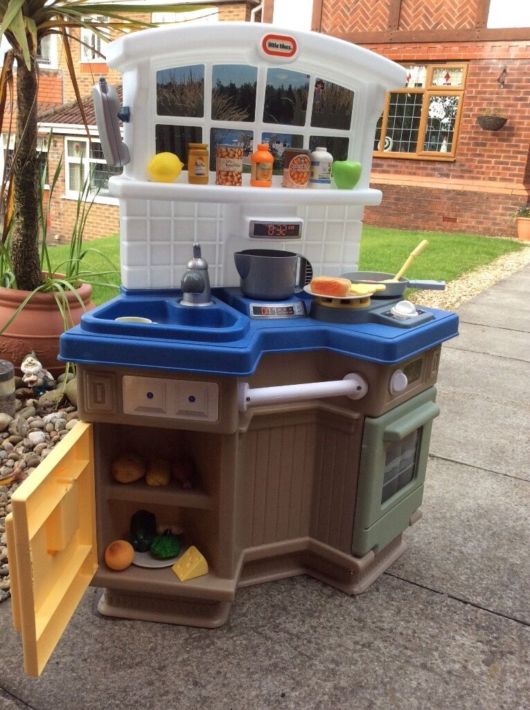 Little Tikes Kitchen. Good condition. Food and accessories available.