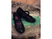 Clarke girl shoe 13.5 G