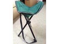 Green canvas fishing camping tripod metal folding stool portable carry handle