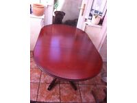 Lovely drop leaf table 4-6 seating area