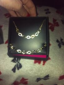 Chain and bracelet and men's spray brand new