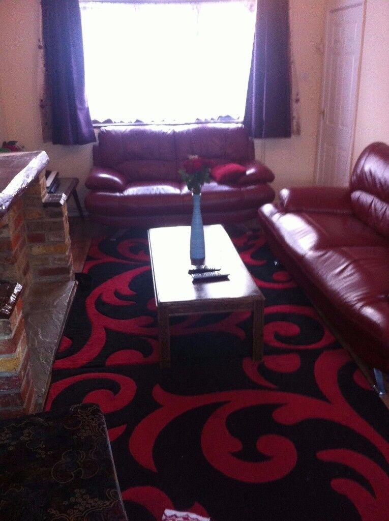 Single room is available all bills included superbly located In the Heart of Woking