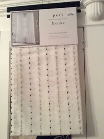 Beautiful Voile curtains new £10 per pair 1 pair free