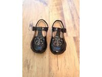 Girls Clarks black patent leather shoes size 6.5