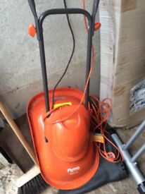 Flymo lawn mower hardly used good condition nice and light buye s to collect