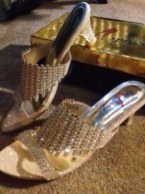 Diamante Gold Sandals, size 5