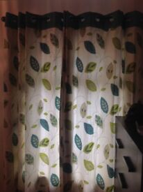 2 pairs of curtains, in good condition!!