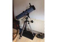 Skywatcher 130 telescope 25mm & 10mm eyepieces + steadycam SLR holder + moon filter