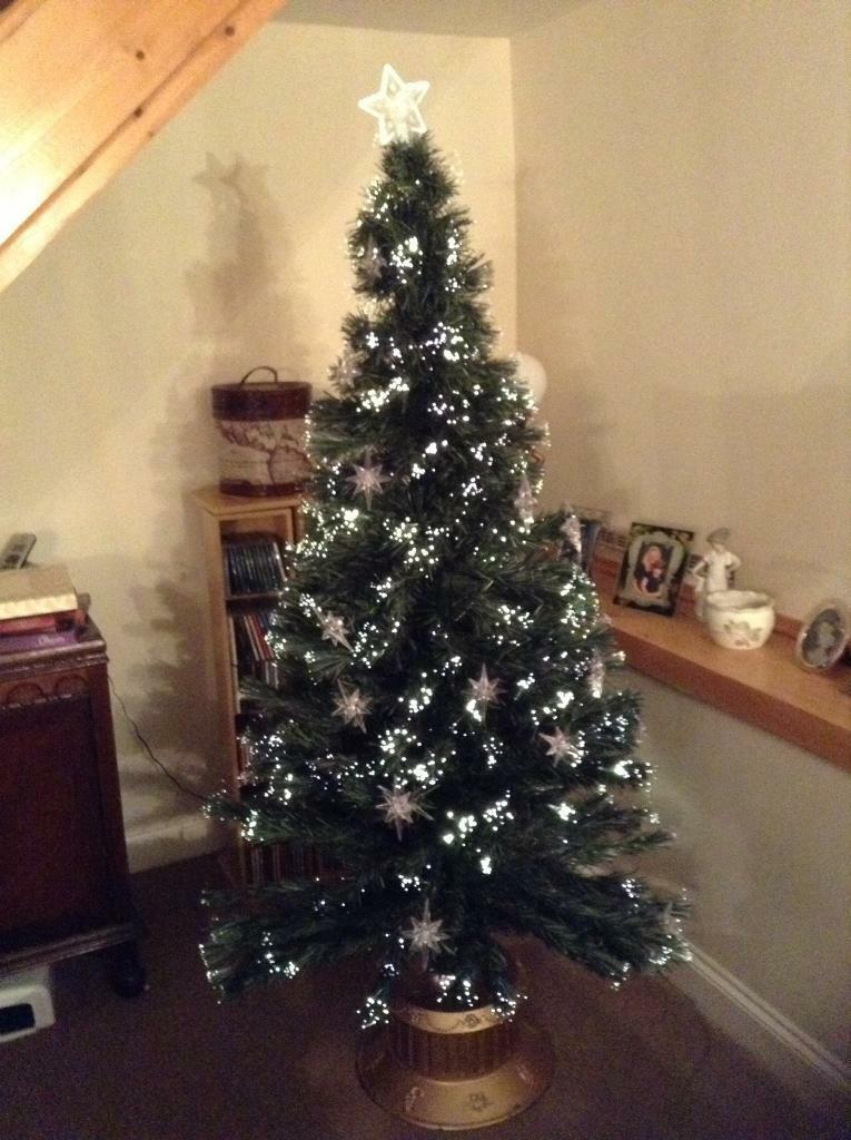 6ft FIBRE OPTIC CHRISTMAS TREE WITH STARS & GOLD TUB BASE - COST £99 NEW - 6ft FIBRE OPTIC CHRISTMAS TREE WITH STARS & GOLD TUB BASE - COST £99