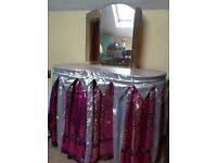 Dressing table with mirrors, 122 cm tall, 89 cm wide and 48 cm deep.