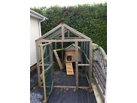 Walk in chicken run and coop 9ftx5ft run 2.5x3ft coop at max