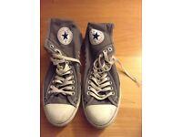 Grey converse.