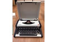 Vintage Olympia Traveller de Luxe S Typewriter- VGC
