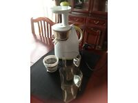 Slow juicer that extracts most juice and less pulp