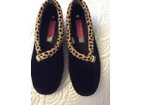Quality Ladies Slippers Size 6 (39). Black with Leopard Trim