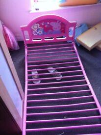 Toddler bed peppa pig.
