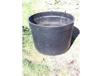 EXTRA - LARGE BLACK PLASTIC ROUND TUB FOR PLANTING £ 38 ovno