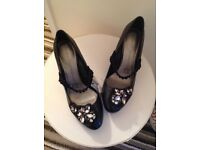 NEW BLACK JEWEL HEELS 👠 Size6. BARGAIN price £10