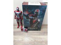 Hot Toys Iron Man 2: Iron Man Mark 5 (Suitcase Armor)