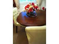 absulutely beautiful small dining room table & chairs
