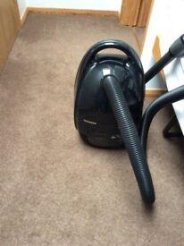 Siemens black Dynapower vacuum cleaner in pwo. Top of range.