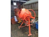 Electric cement mixer. 550 w. 140 ltr. Drum