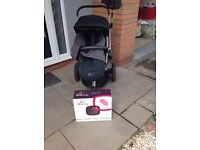 Black Quinny Buzz Pushchair with rain over and footmuff