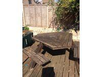 A winer diner tabula garden bench