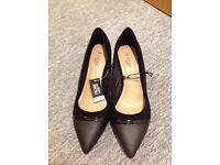 Black shoes kitten heel size 7