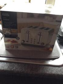 Brand new cream 4 slice toaster. Never been opened.