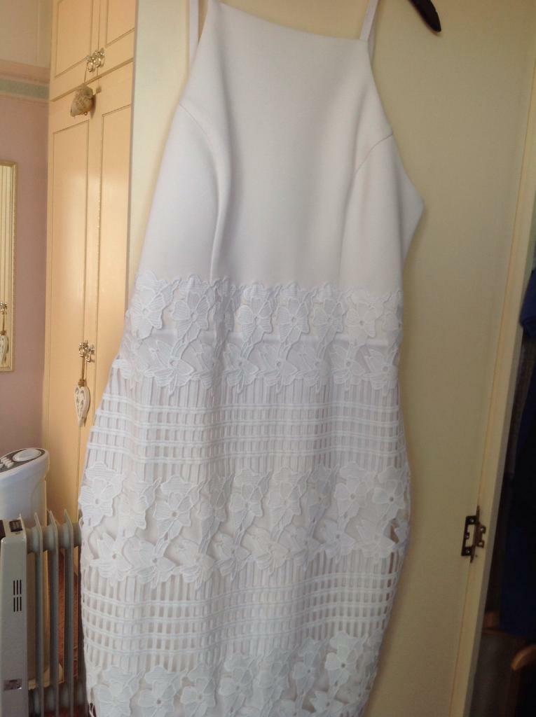 White lipsy dress size 14in Basford, NottinghamshireGumtree - Beautiful summery lipsy dress size 14 , as new condition , no tears or marks