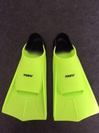 Maru short fin flippers - size 8.5-9.5 (UK) adult - great conditon