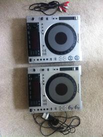 2x Pioneer CDJ850s + Flight Cases