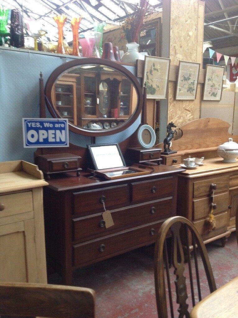 Vintage mahogany dressing chest