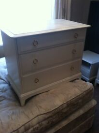 Chest of drawers beautiful white chest of drawers . Approximately three feet square . Bargain