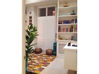 Luxurious mezzanine studio with balcony 3 min walk to Paddington & Lancaster Gate tubes & Hyde Park
