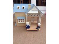 Sylvanian Families house & 2 dolls