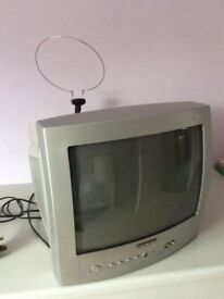 "14"" BUSH TELEVISION DIGITAL FREEVIEW, WITH REMOTE CONTROL, MODEL 1494D"