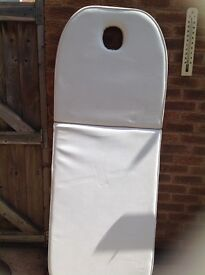 Massage table no legs brand new see attached picture collection only bargain