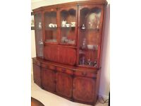 Solid wood dresser in yew in a very good condition