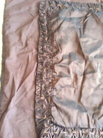 2 Brown quilt covers and 6 pillow cases