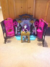 Monster High - 13 Wishes Party Lounge Play Set